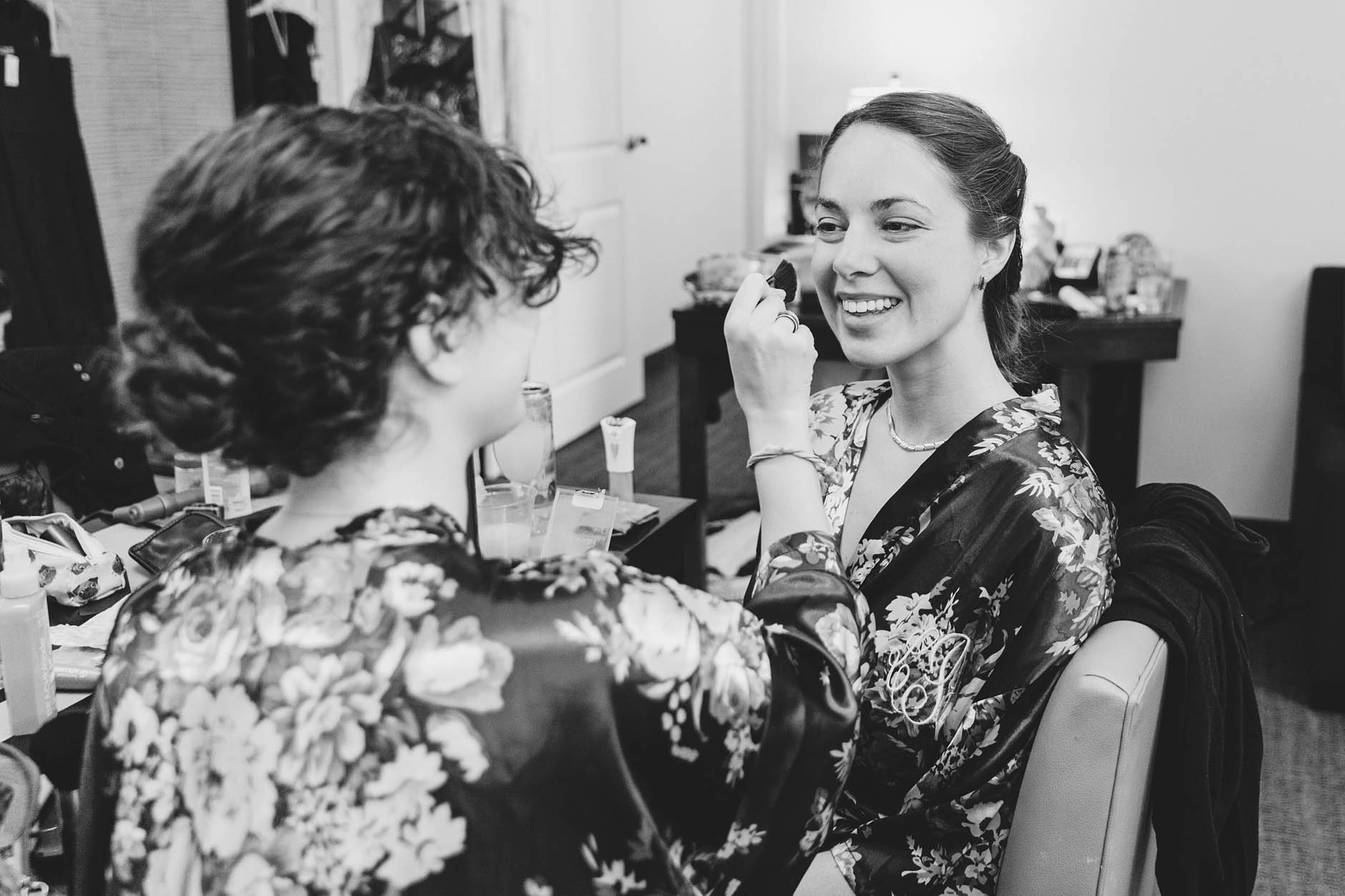 bridesmaids-getting-ready
