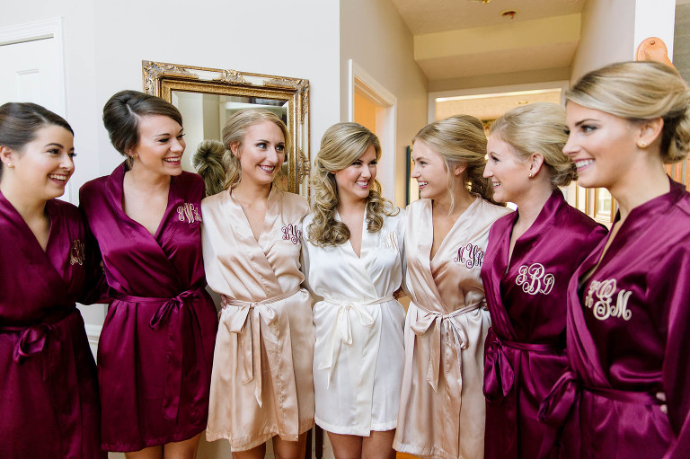 bridesmaids-getting-ready-wedding