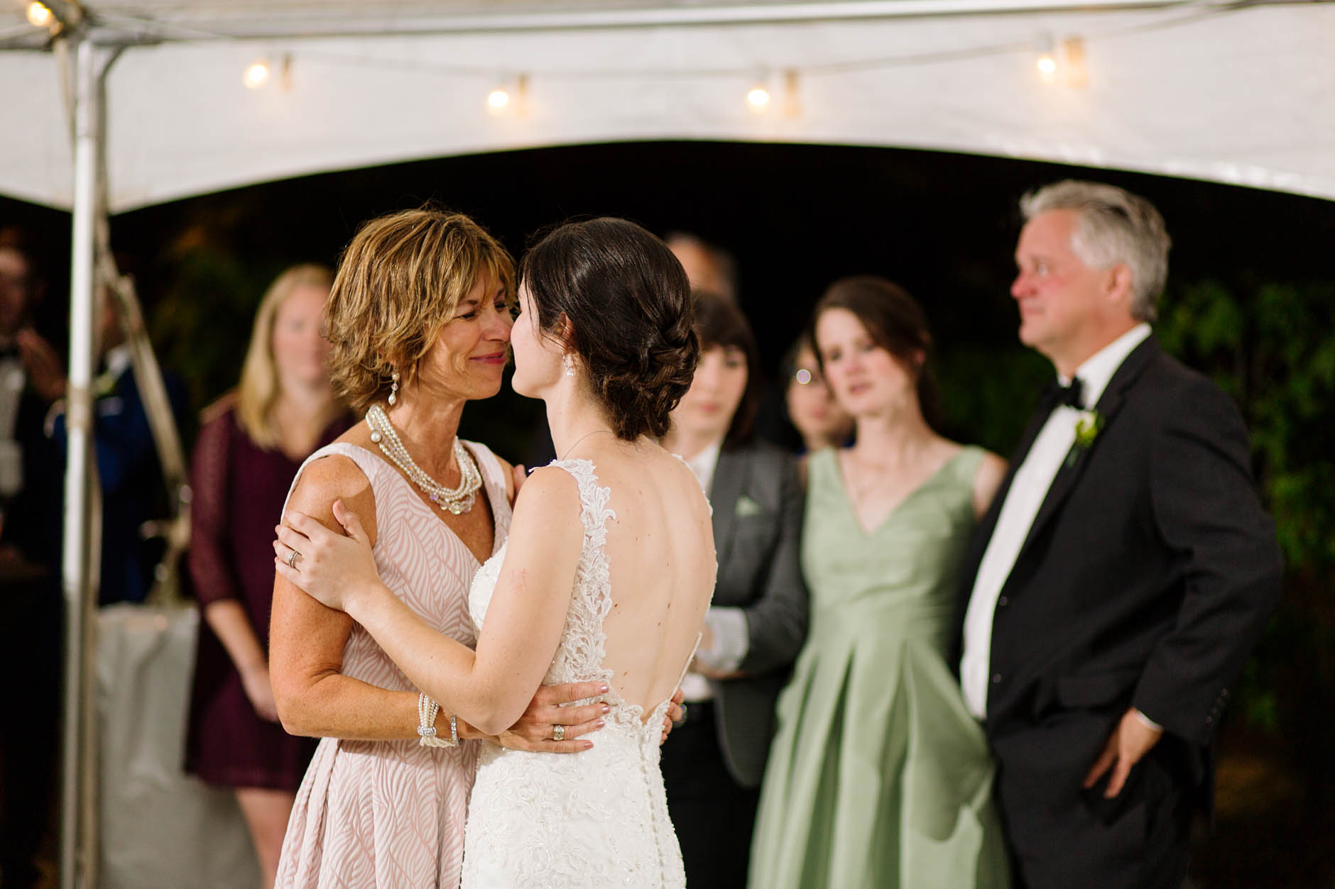 wedding-reception-mother-daughter-dance
